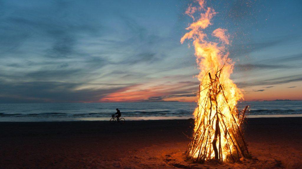 Celebra San Juan respetando el Medioambiente · Celebrate a sustainable Summer Solstice